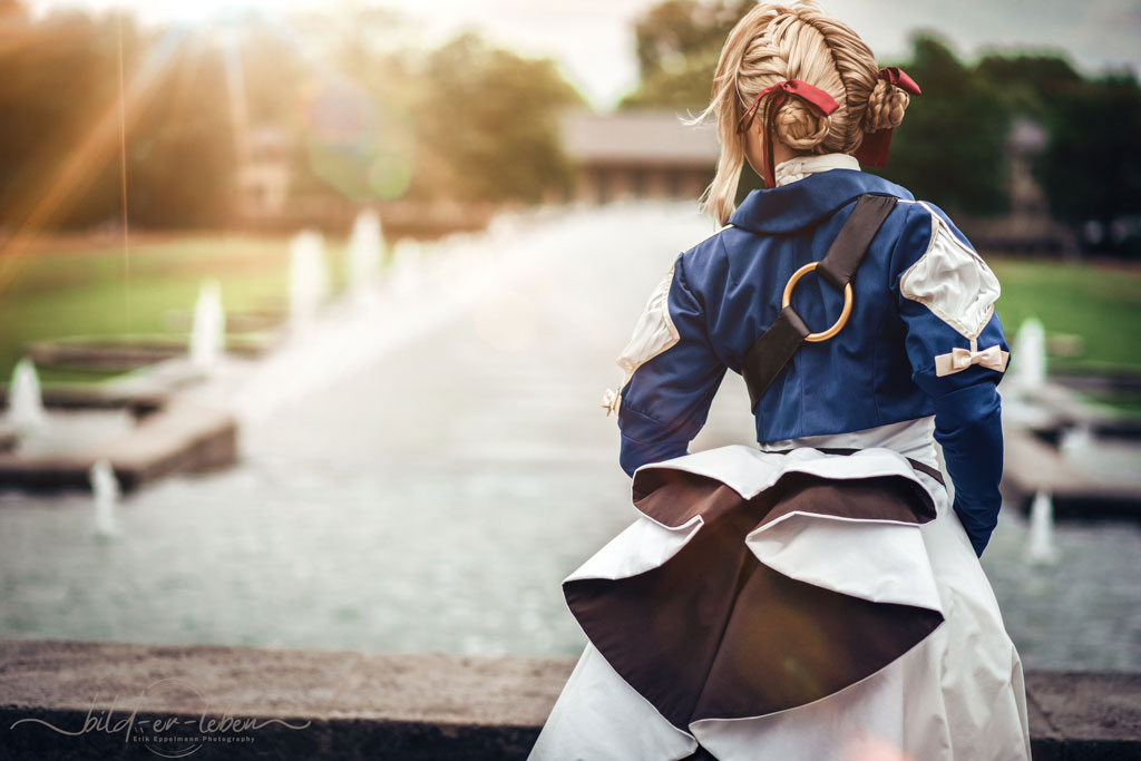 violet evergarden back view