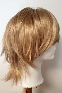 short-layered-wig