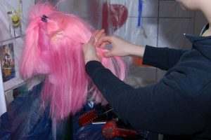 detangling wig with fingers