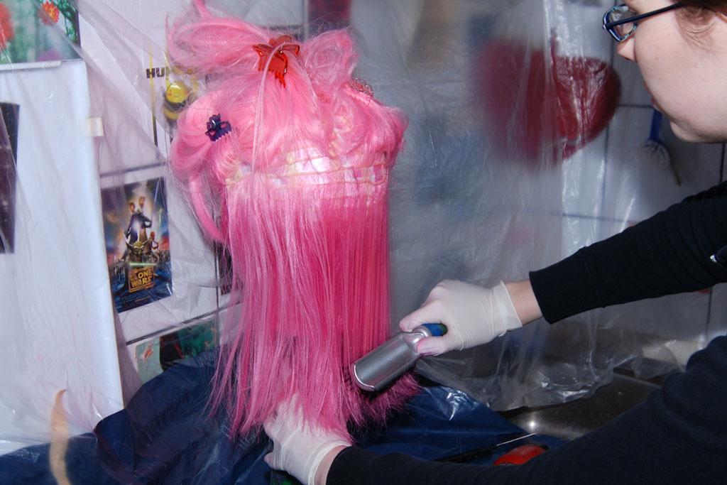 pulverizar el tinte de peluca