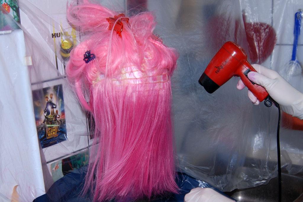 Fijar con calor el tinte para pelucas
