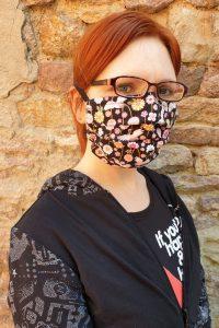 kukkii with face mask