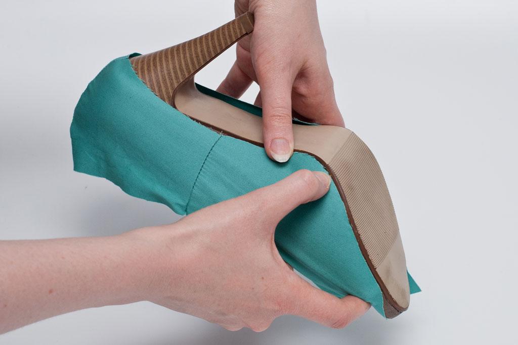 attach shoe cover