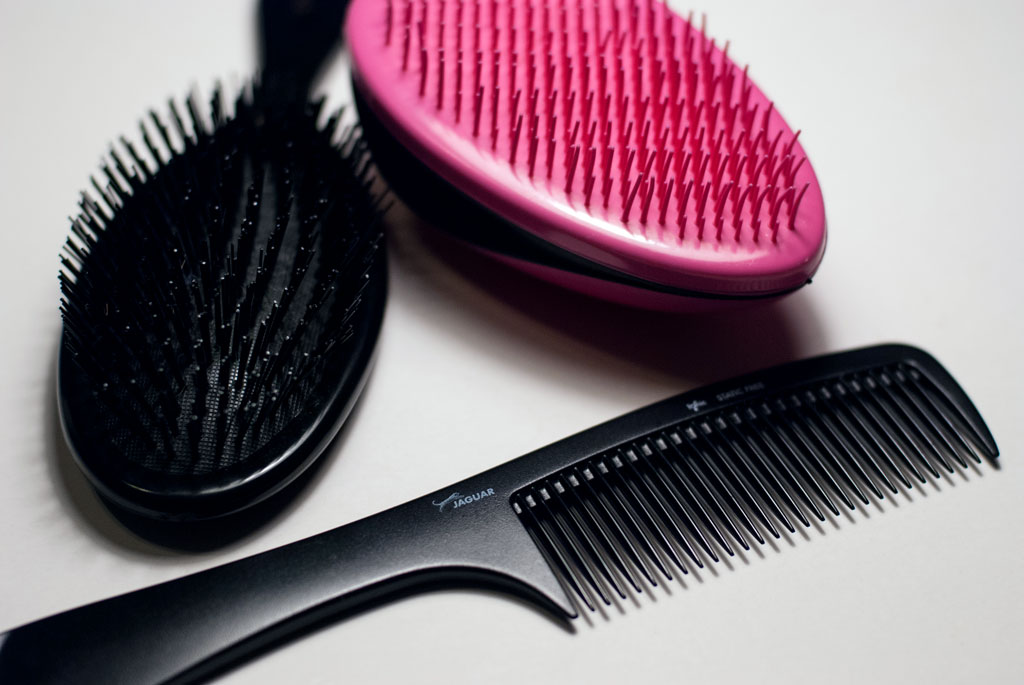 detangling brushes and comb
